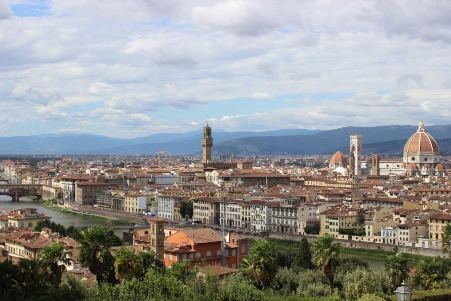 Helemaal rechts in beeld de Duomo