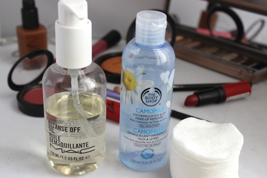 MAC Cleanse Off Oil en The Body Shop make up remover BeautyBitsBlog.com