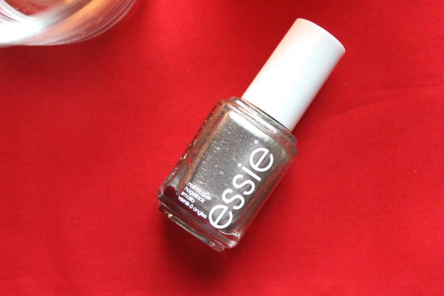Essie Jiggle Hi Jiggle Low | Review Beautybitsblog.com