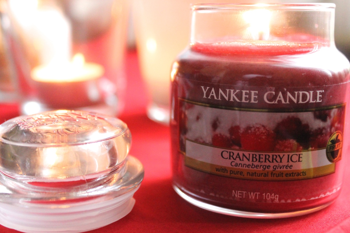 Yankee Candle Snow in Love & Cranberry Ice | Review