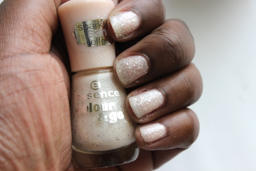 Essence Sparkle Sand Nagellak | Review BeautyBitsBlog.com