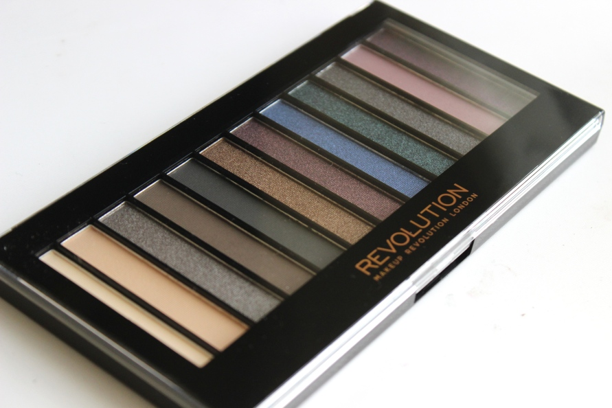 Make Up Revolution Redemption Palette Hot Smoked | Review BeautyBitsBlog.com