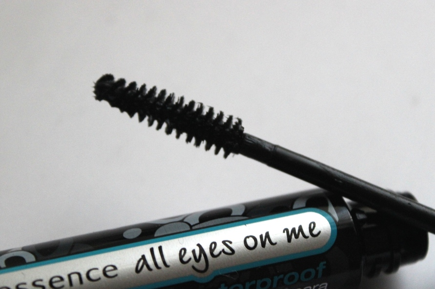 Essence Waterproof Multi Effect Mascara   Review Beautybitsblog.com