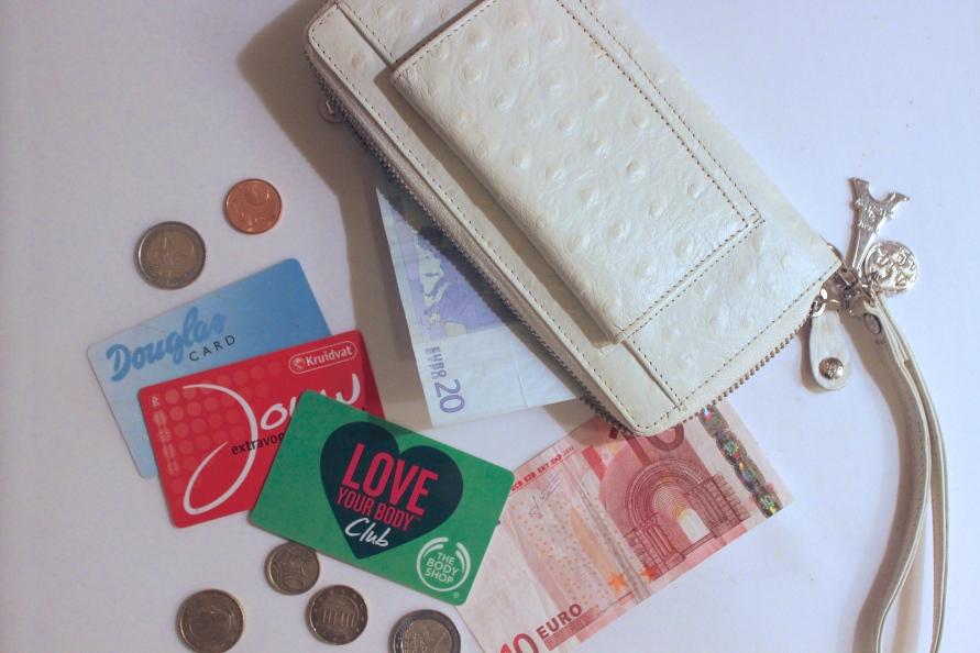 10 Beauty Budget Tips BeautyBitsBlog.com