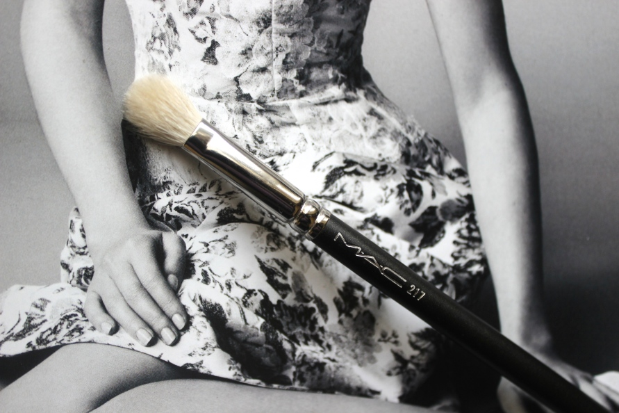 Mijn twee favoriete MAC oogschaduwkwasten (217 & 239) | Review BeautyBitsBlog.com