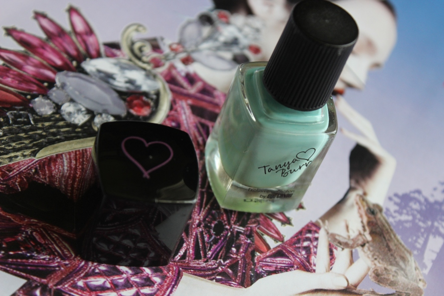 Tanya Burr Cosmetics nagellak - Little Duck | Review BeautyBitsBlog.com