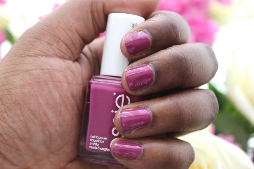 Essie nagellak - Flowerista | Review