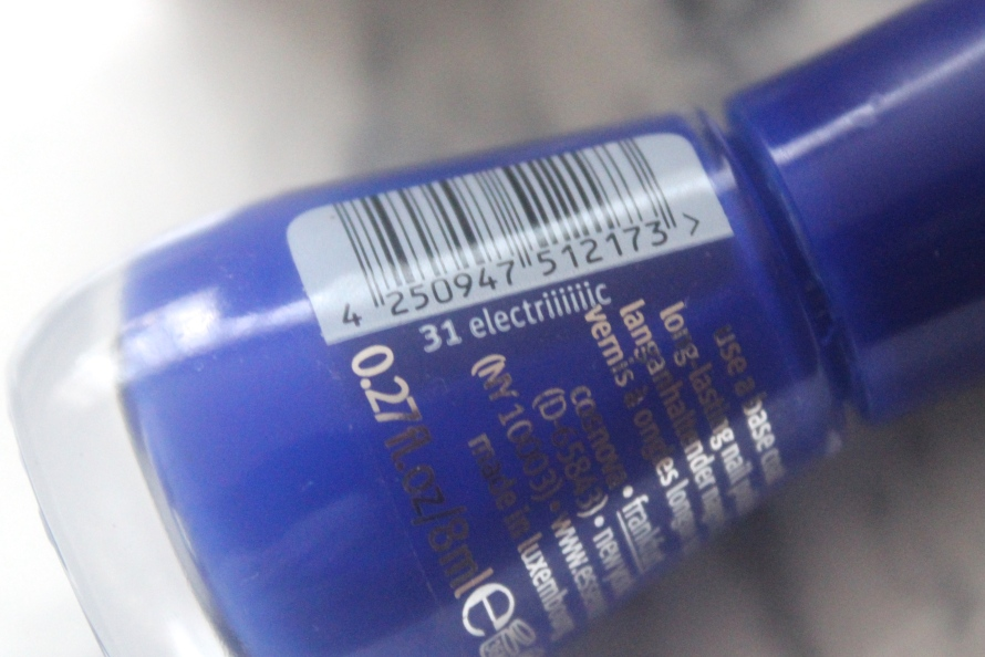 Essence The Gel nail polish - Electriiiiiic | Review BeautyBitsBlog.com
