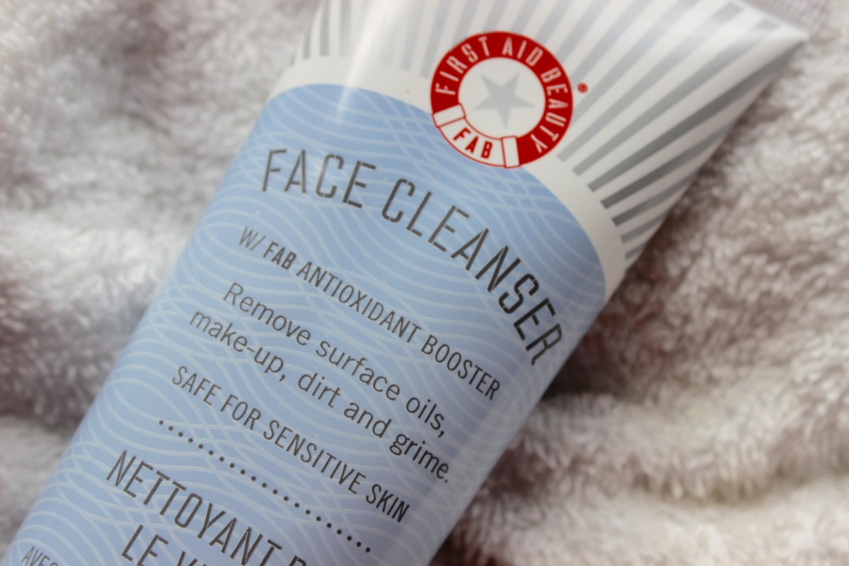 First Aid Beauty - Face  Cleanser | Review